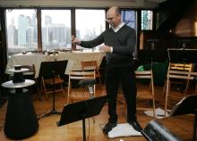 Paul Henry Smith dirigiert