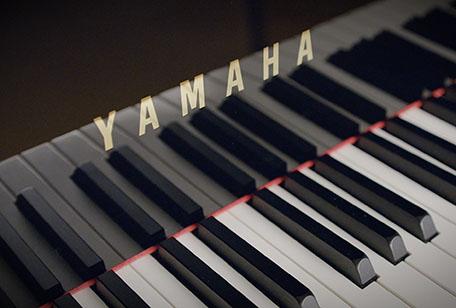 Synchron Yamaha CFX keyboard